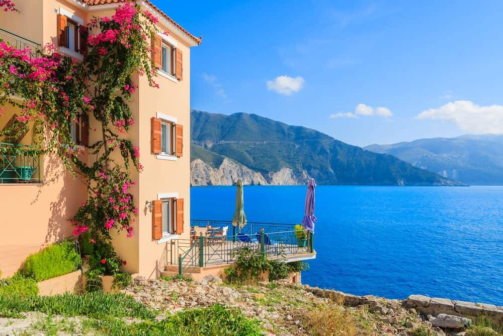 buying-a-property-in-greece-villa