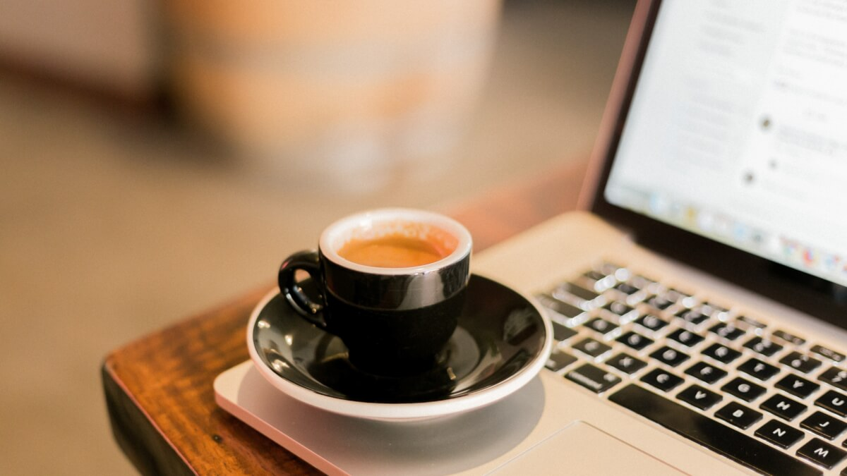 coffee-with-laptop